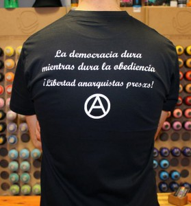 camiseta contra detras